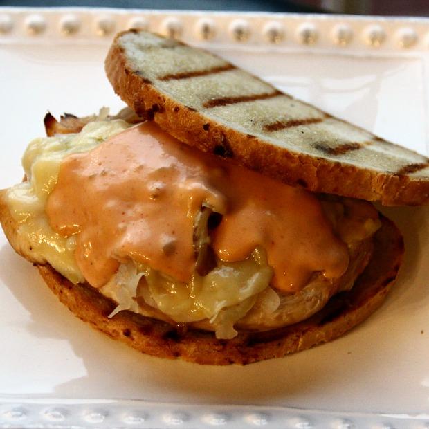 csirkés reuben szendvics